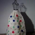 Traje de fallera valenciana con material reciclado (80)