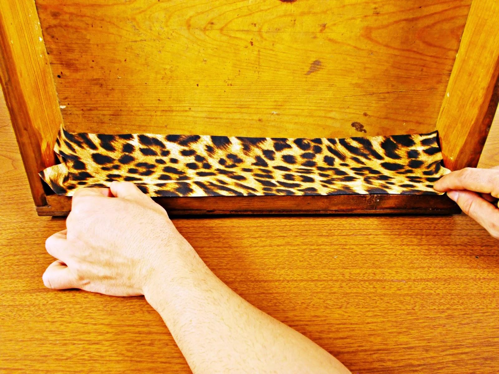 DIY-decoración-cómoda-mueble-restaurar-forrar-cajones-tela-leopardo-6