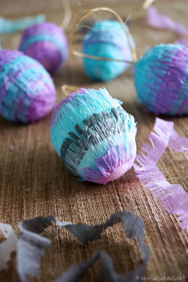 DIY Piñata Easter Eggs, cute and easy! // Huevos Piñata para Pascua, ¡fáciles y bonitos! // casahaus.net