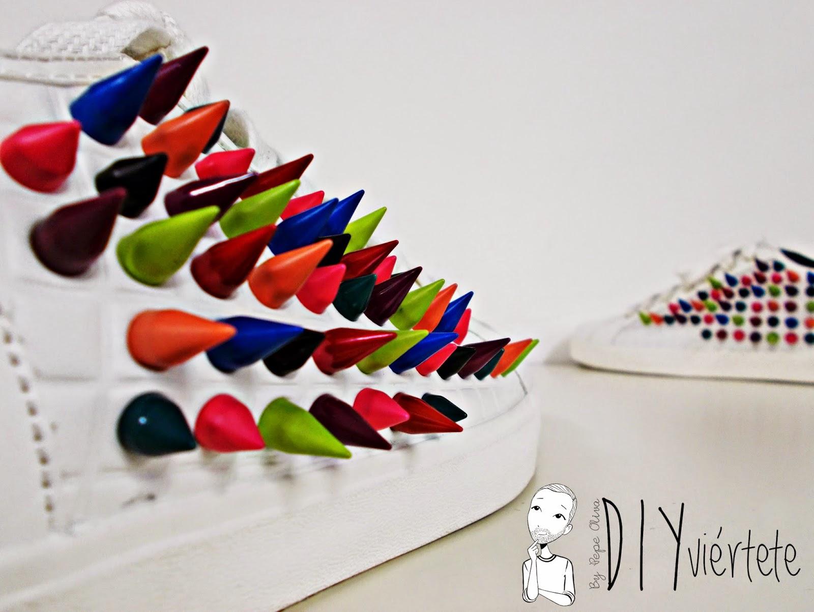 DIY-zapatillas-tunear-customizar-CHRISTIAN-LOUBOUTIN-zapatos-pinchos-esmaltes-pinta uñas-colores-3