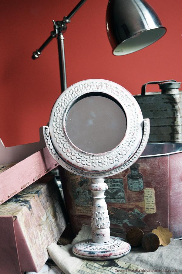 Espejo de madera decorado a mano
