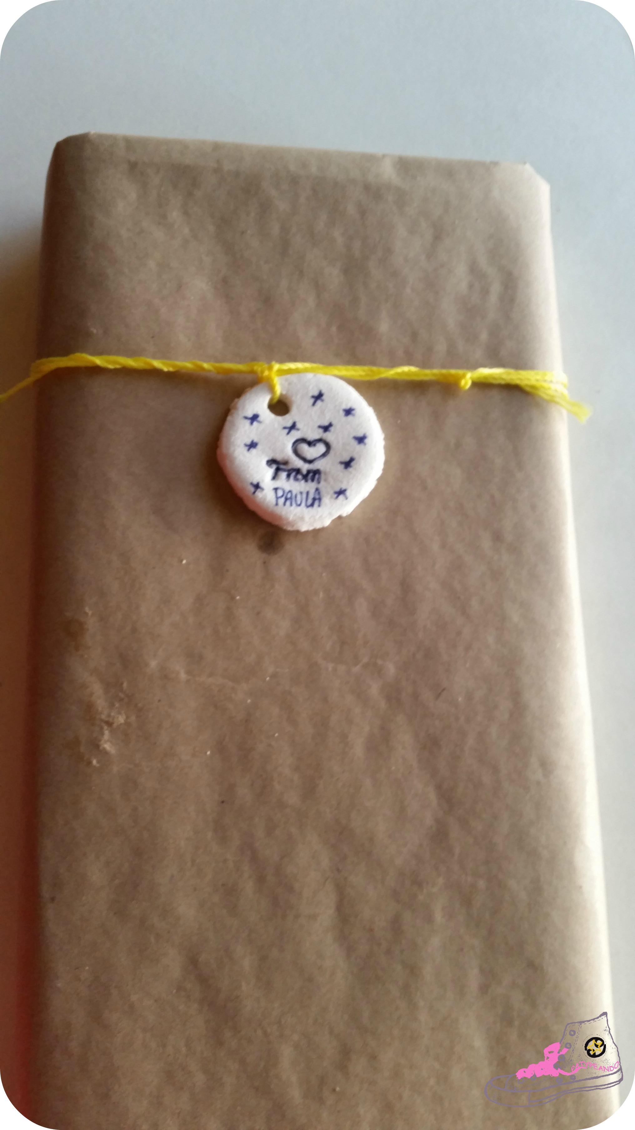 regalo en papel kraft