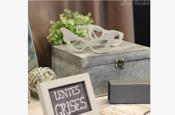 mesa con cristales en gris