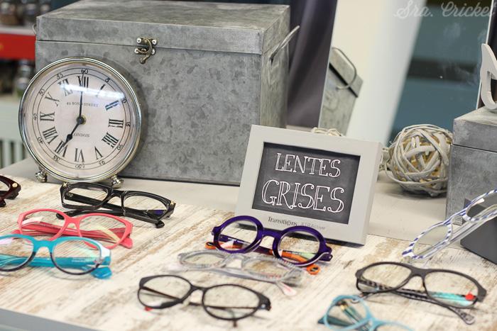 mesa con lentes grises transitions
