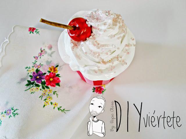 DIY-Do It Yourself-DIYviértete-manualidades-decoración-cupcakes-Decoden-técnica-dulce-cereza-sirope-frostinf-merengue-5