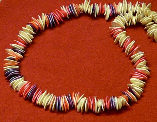 Collar con semillas - pipas de calabaza de http://gingerbreadsnowflakes.com/