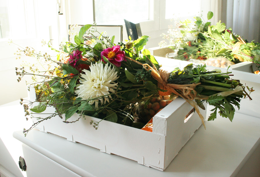 Regalo sano DEF Deco: Caja de fruta tuneada con productos de la huerta1