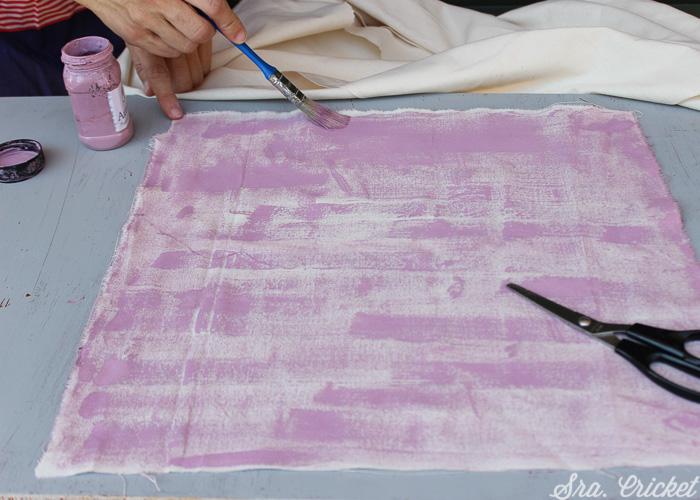 pintando tela con chalk paint