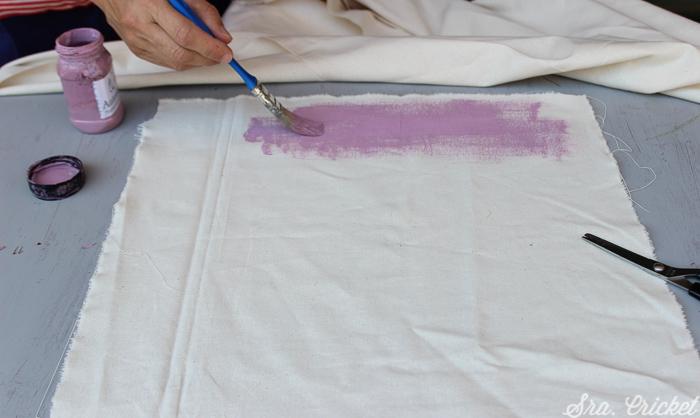 pintando tela con pintura chalkpaint