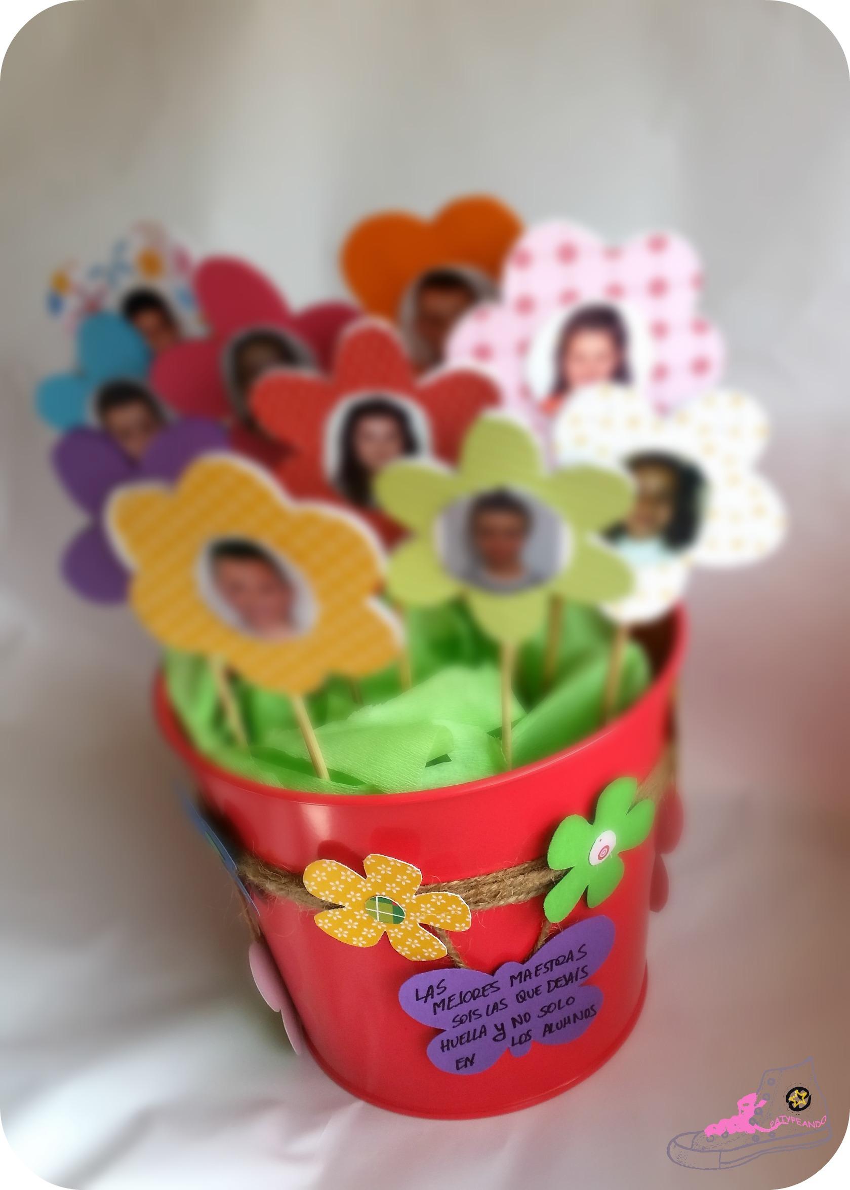 jaroon de flores de papel