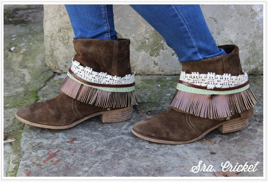 botas con adornos de flechos