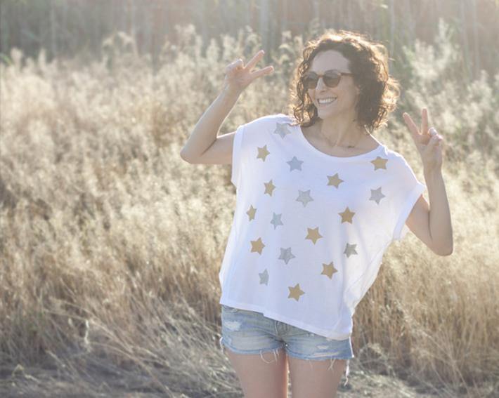 camiseta estampada con patata y pinturas metalizadas