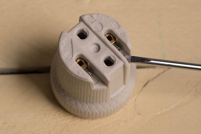 aflojar tornillos casquillo lámpara diseño missoluciones-pangala