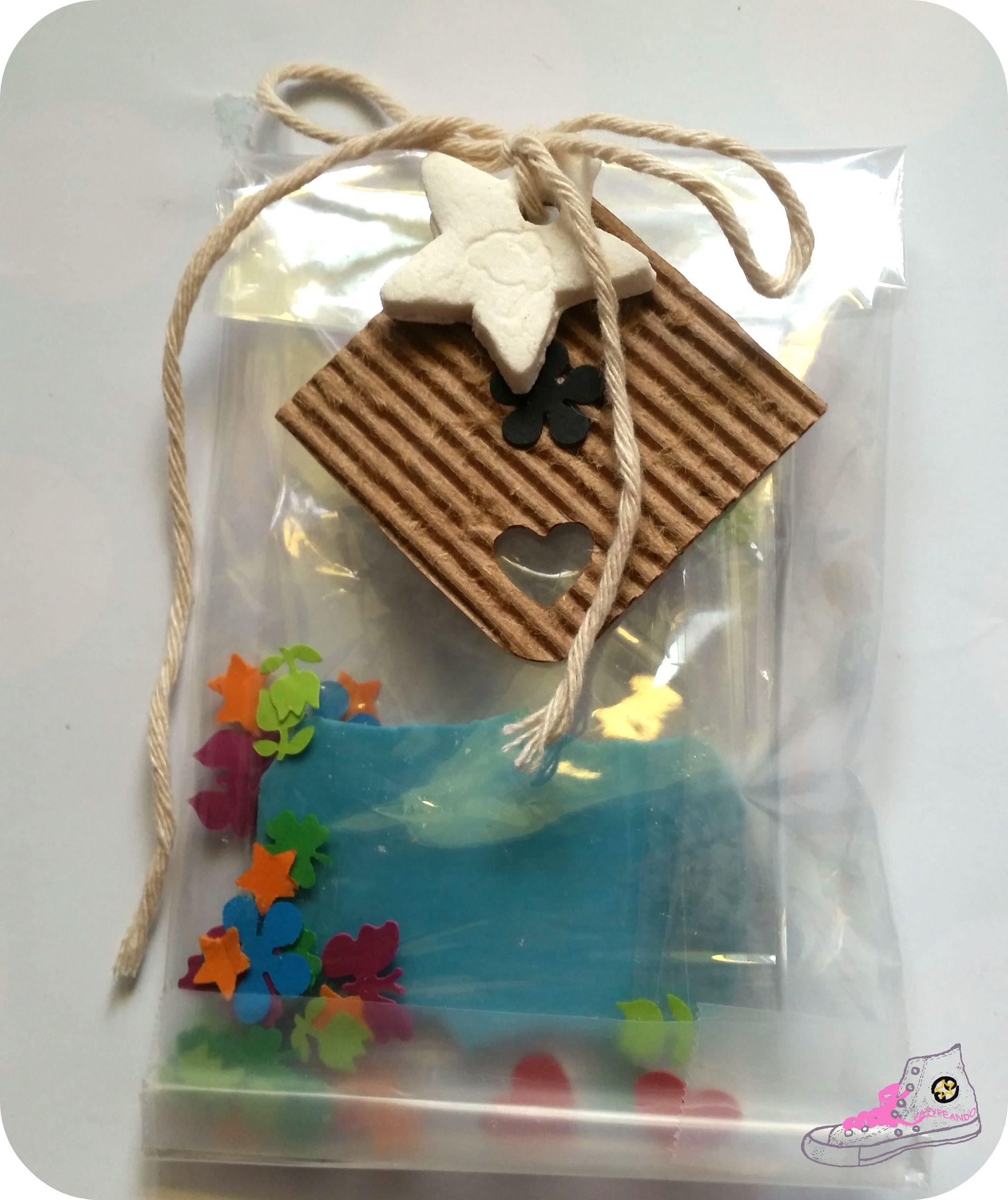 packaging con celofán y confetis