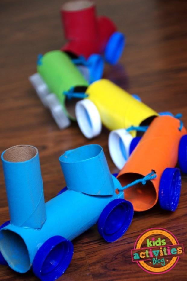 Tren con tubos de carton