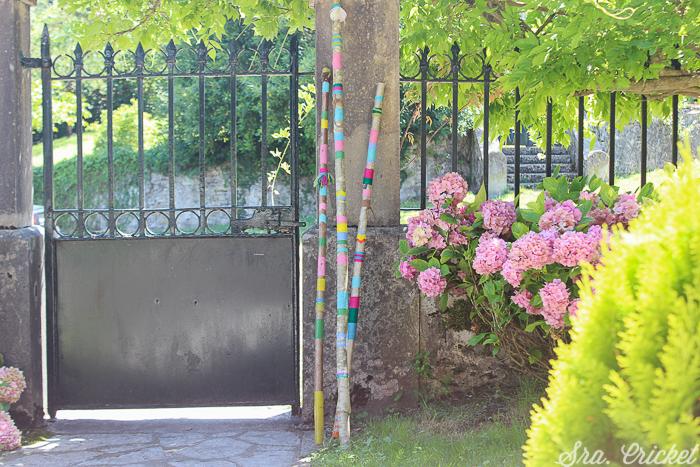 palos decorados en exterior estilo boho