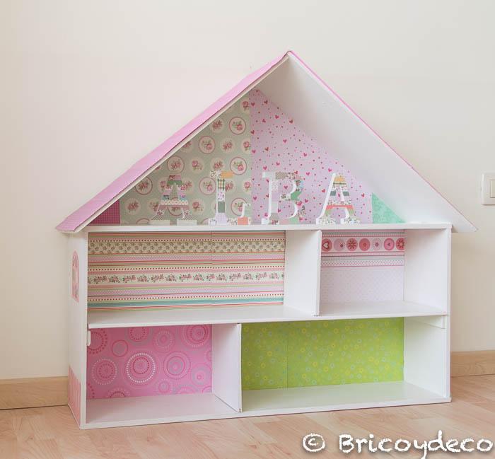 casa de muñecas hecha con una caja de madera