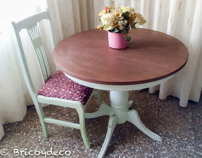 mesa pintada con pintura pizarra