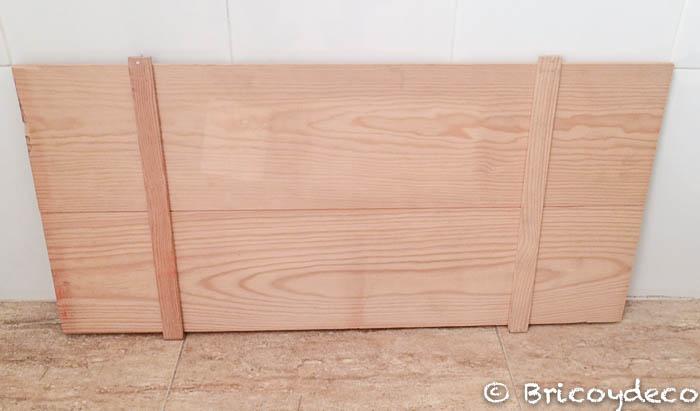 casa-de-muñecas-hecha-con-una-caja-de-madera-tablas-techo
