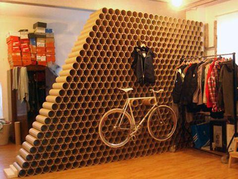 muro hecho reciclando tubos de cartón