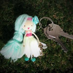 DIY muñeca broche alambre