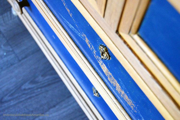 cajones pintados de azul