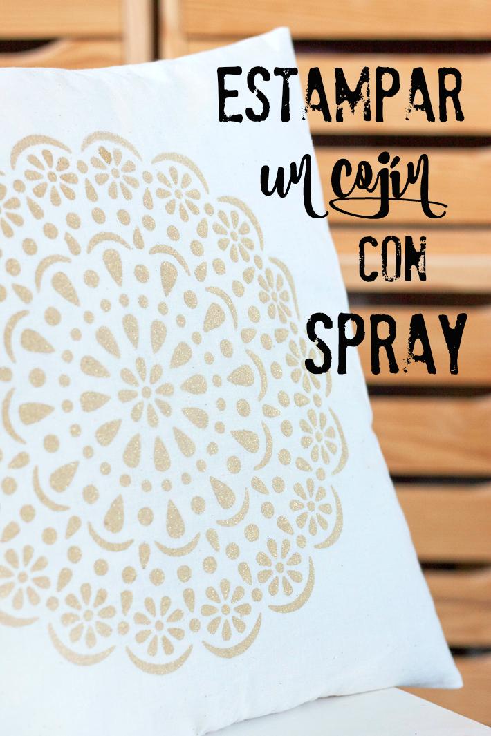 cojin estampado con stencil blonda y pintura textil en spray
