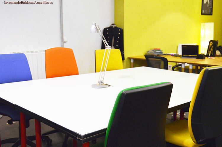 mesa blanca de oficina
