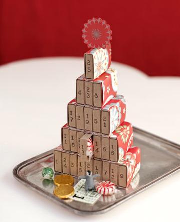 arbol navidad con forma de calendario de adviento