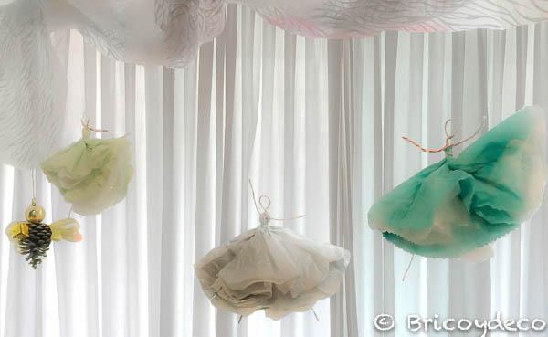 decorar un escaparate navideño con elementos reciclados