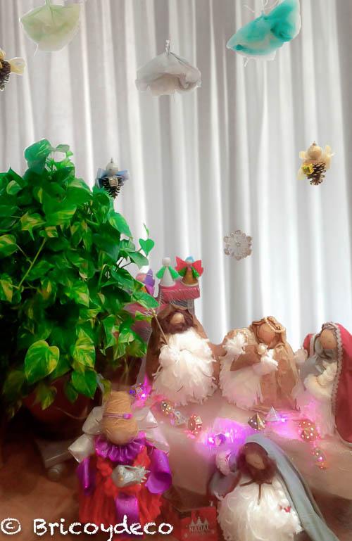 decorar escaparate con objetos reciclados