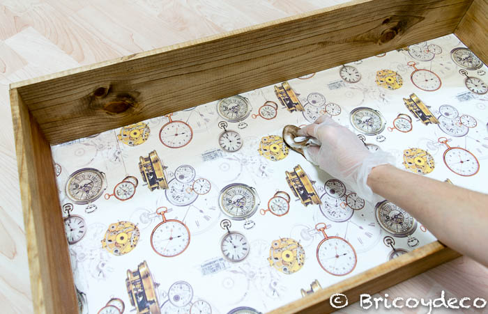 forrar fondo de una caja con decoupage