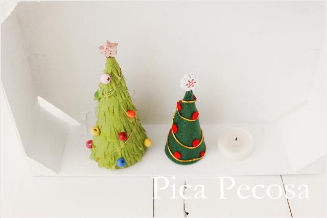 haz mini rboles de navidad diy con cartn reciclado fieltro y servilletas de papel with arboles de navidad reciclados para nios