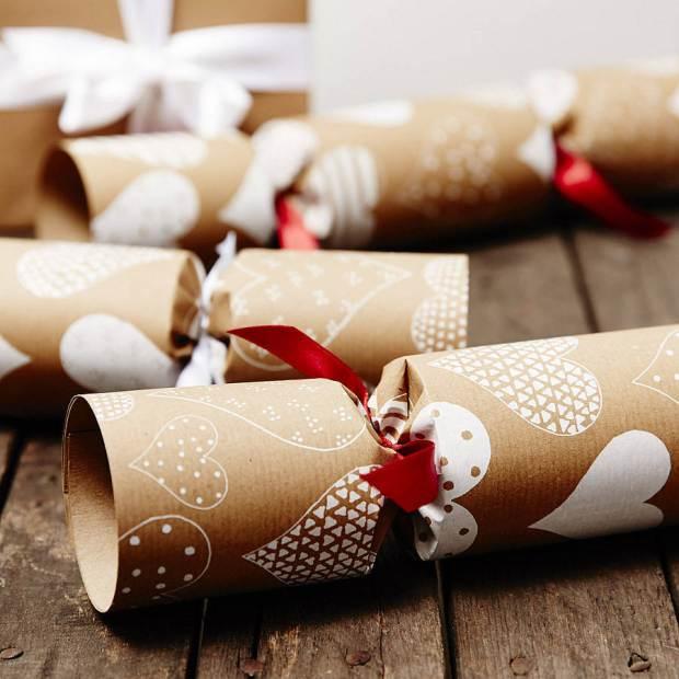 original_white-heart-brown-christmas-crackers