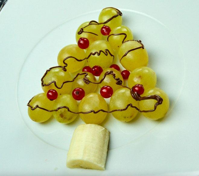 uvas con forma de árbol de Navidad