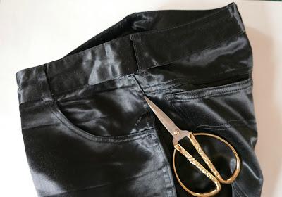 Ensanchar un pantalón, descoser laterales