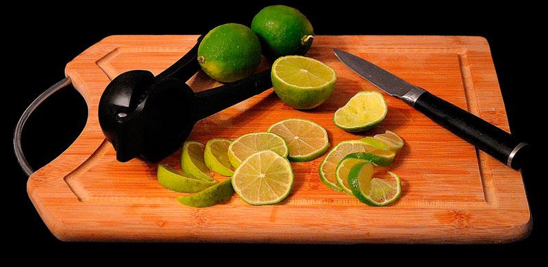 desinfectar la tabla de cortar con bicarbonato