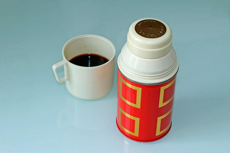 limpiar las manchas de té y café con bicarbonato