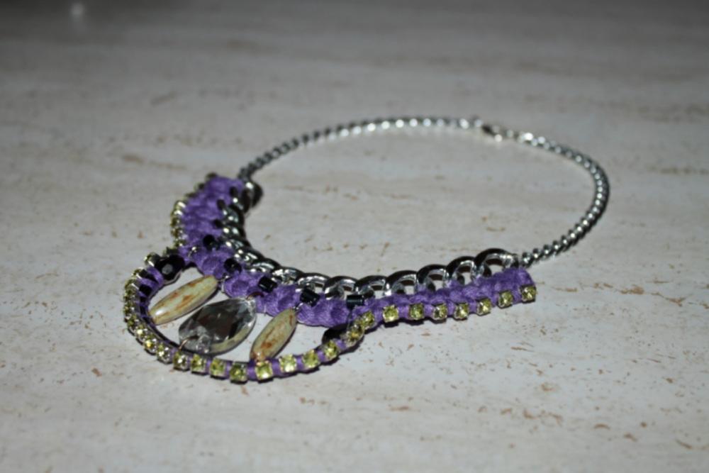584b055a4732 DIY Collar de moda con strass ¡Videotutorial! - HANDBOX