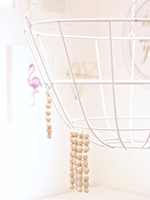 Cómo hacer una lámpara con bolas de madera, paso a paso