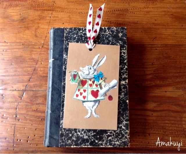 Marcapaginas-cartón-lazo-Alicia-en-el-pais-de-las-maravillas