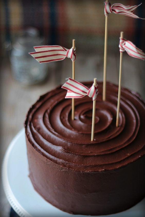 Cake toppers con cintas de colores