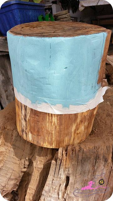 pintando un tronco decorativo