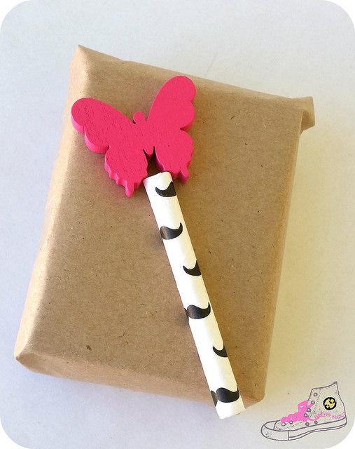 packaging con pajitas y mariposas