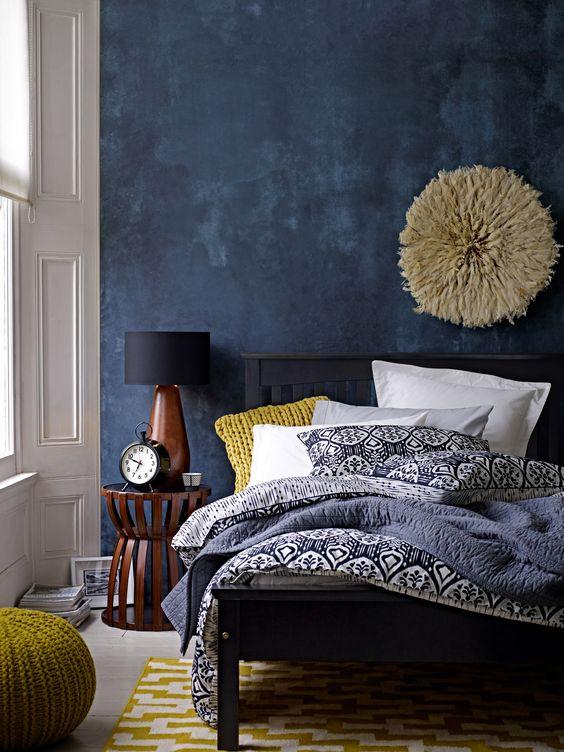 Renovar un dormitorio con presupuesto mini - detalles personales en la pared