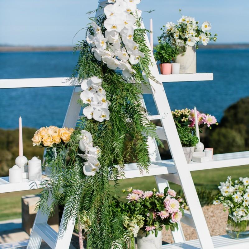 Detalles florales con una escalera DIY