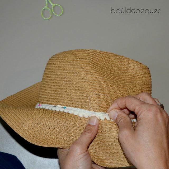 cintas étnicas en sombrero de paja