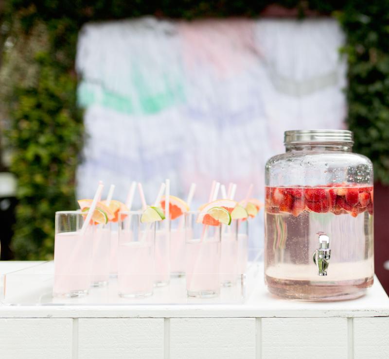 Detalle presentación bebida para una fiesta de verano