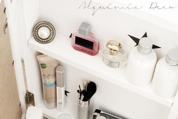 armario-pequeño-espejo-blanco-cosmeticos-conchas-tutorial-diy-maquillaje-perfume-nordico-estilo-escandinavo