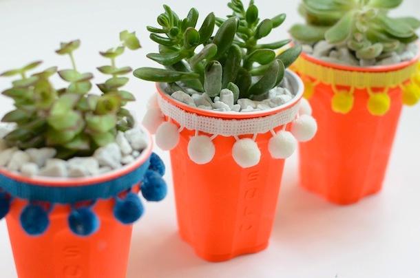3_DIY_para_decorar_una_mesa_de_verano_vasos_personalizados